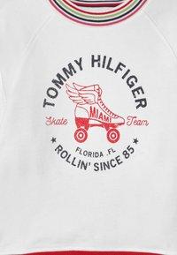 Tommy Hilfiger - SKATE TEAM  - Sudadera - white - 2