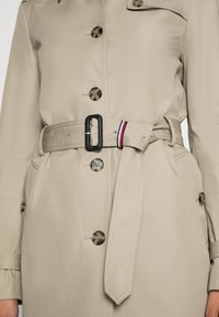 Tommy Hilfiger - HERITAGE SINGLE BREASTED - Trench - medium taupe - 4