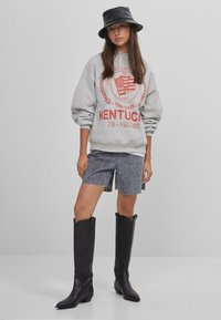 Bershka - MIT SLOGAN UND PRINT  - Bluza - light grey