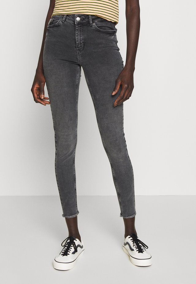 PCDELLY - Jeansy Skinny Fit - light grey denim