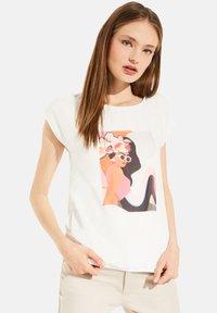 comma - Print T-shirt - white women print - 3