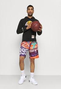 Mitchell & Ness - NBA LOS ANGELES LAKERS WORN LOGO HOODY - Club wear - black - 1