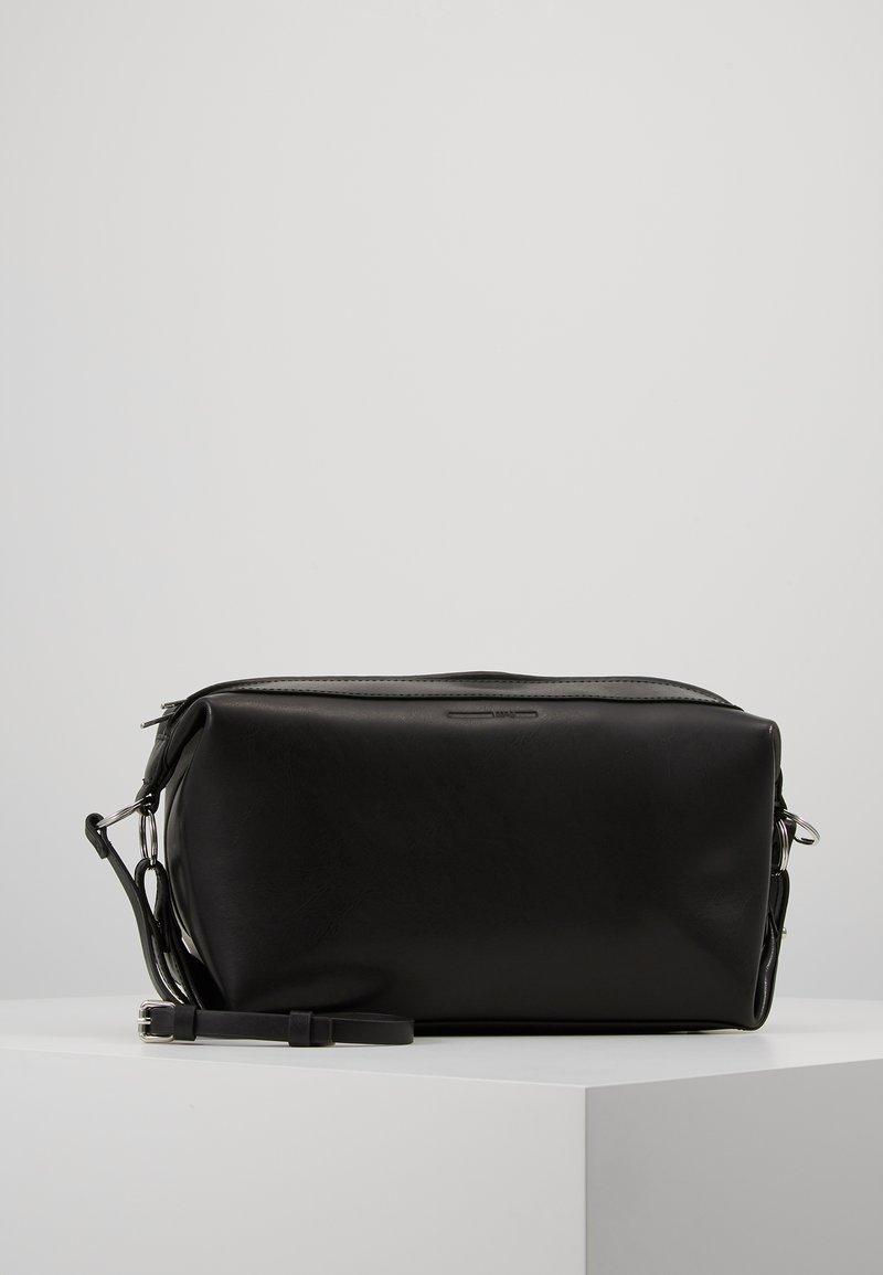 McQ Alexander McQueen - NOISE SMALL DUFFLE - Taška spříčným popruhem - black