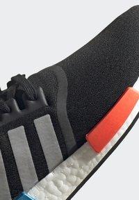 adidas Originals - NMD_R1 UNISEX - Trainers - core black/silver metallic/solar red - 10