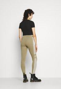 adidas Originals - TREFOIL ORIGINALS ADICOLOR LEGGINGS COMPRESSION - Leggings - Trousers - orbit green - 3