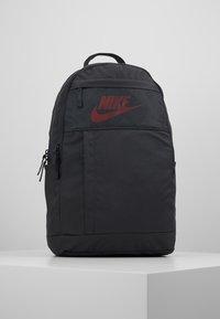 Nike Sportswear - ELEMENTAL UNISEX - Reppu - dark smoke grey/track red - 0