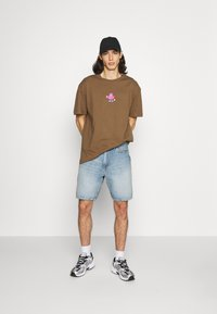 Weekday - OVERSIZED PRINTED - T-shirts print - brown - 1