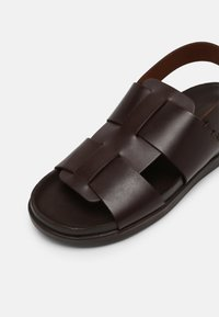 Clarks - SUNDER STRAP - Sandali - dark brown - 4