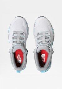 The North Face - VECTIV EXPLORIS MID FUTURELIGHT - Hiking shoes - micro chip grey/maui blue - 4