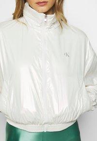Calvin Klein Jeans - IRIDESCENT WINDBREAKER - Windbreaker - iridescent white - 6