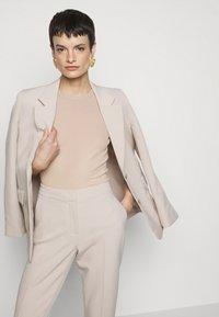 Filippa K - FINE TEE - Basic T-shirt - sand beige - 5