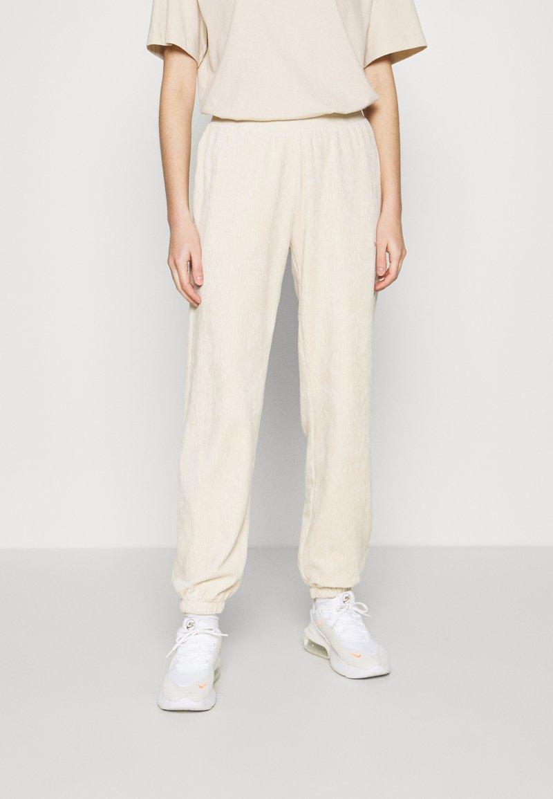 Nike Sportswear - PANT - Teplákové kalhoty - oatmeal