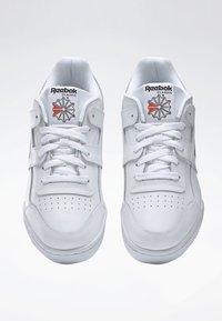 Reebok Classic - WORKOUT PLUS SHOES - Trainers - white - 4
