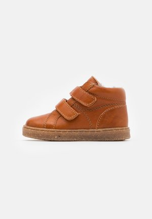 SINUS - Baby shoes - cognac