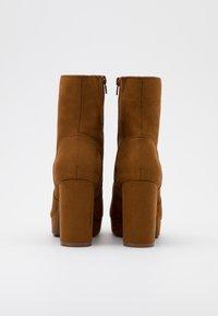 ONLY SHOES - ONLBRIN LIFE SHAFT BOOTIE  - Ankelboots med høye hæler - cognac - 3