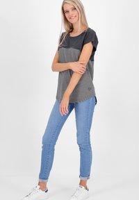 alife & kickin - CLAIREAK - Print T-shirt - marine - 1