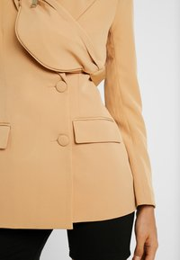 Missguided - DOUBLE BREASTED BUMBAG - Blazer - camel - 5