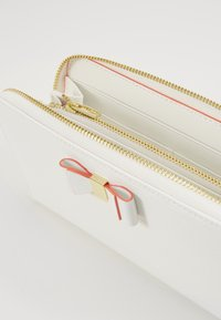 Ted Baker - ROUXI - Wallet - ivory - 4