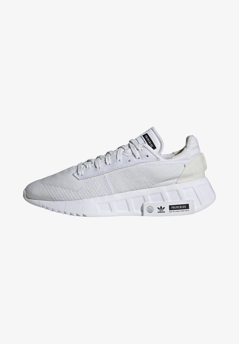 adidas Originals - GEODIVER - Sneakers basse - footwear white/core black