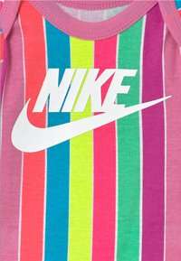 Nike Sportswear - FUTURA SET - Print T-shirt - magic flamingo - 2