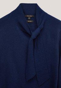 Massimo Dutti - MIT SEITLICHER SCHLEIFE AM AUSSCHNITT  - Sweatshirt - dark blue - 5