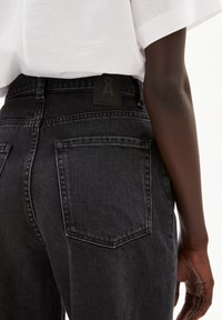 ARMEDANGELS - MAIRAA - Straight leg jeans - washed down black - 4