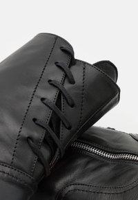 Patrizia Pepe - Šněrovací kotníkové boty - nero - 6
