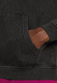 Santa Cruz - EXCLUSIVE JAPANSE FLAMING DOT TIE DYE HOODIE UNISEX - Sweatshirt - black acid wash - 3