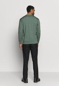 Cross Sportswear - MACTIVE CREW NECK - Bluza - laurel green - 2