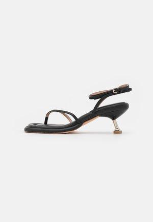 SAIGON - Sandalias de dedo - black