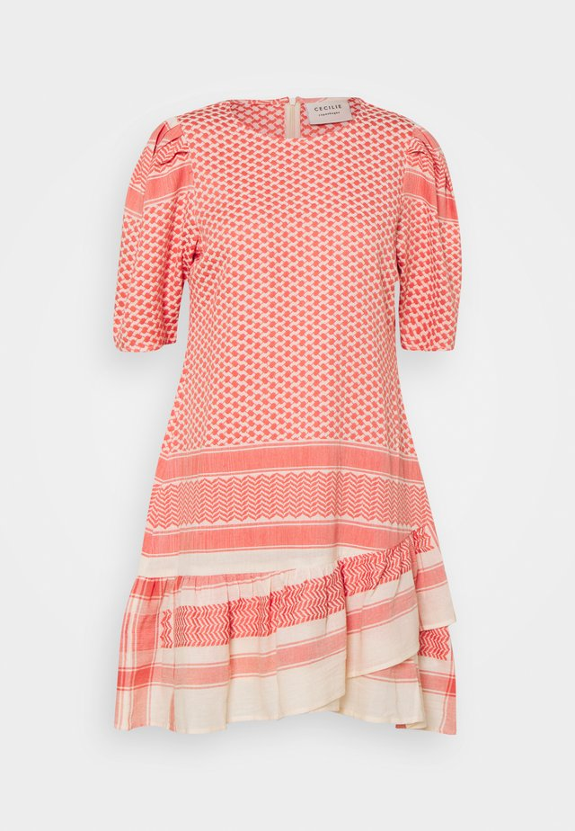 OLIVIA - Korte jurk - dew/emberglow