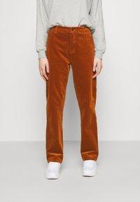 Carhartt WIP - PIERCE PANT - Pantalon classique - brandy - 0