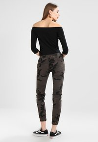 Urban Classics - LADIES CAMO PANTS - Kalhoty - grey - 2