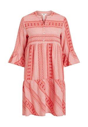 3/4 ÄRMEL - Day dress - red