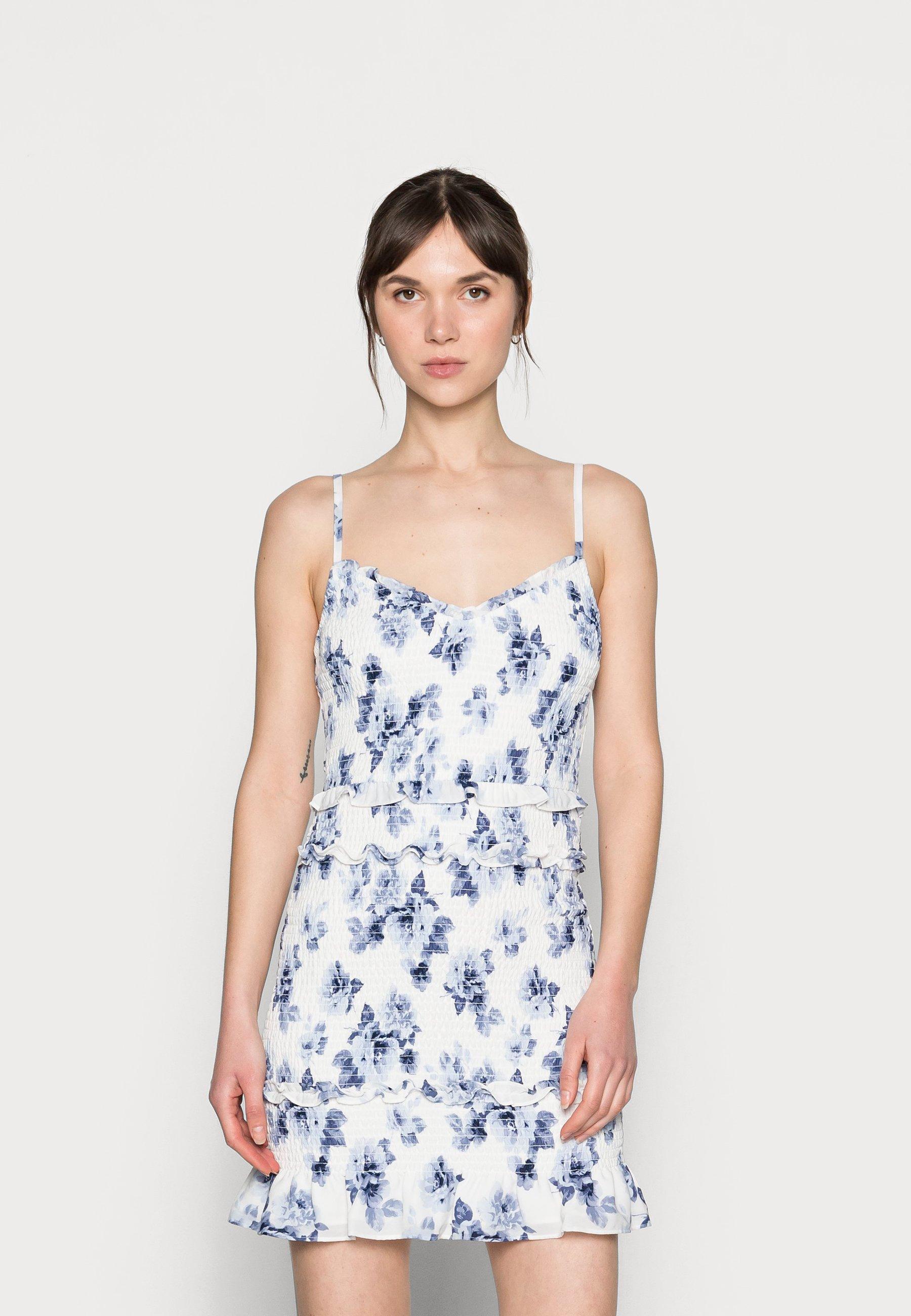 Mujer EMEA SMOCKED SHORT DRESS - Vestido informal - white-grounded/blue