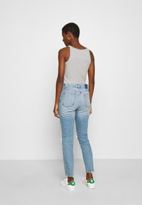 Abercrombie & Fitch - KNEE DESTROYED - Jeans Skinny Fit - destroyed denim - 2