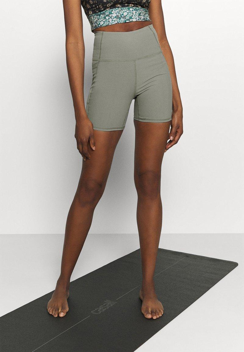 Cotton On Body - POCKET BIKE SHORT - Punčochy - steely shadow