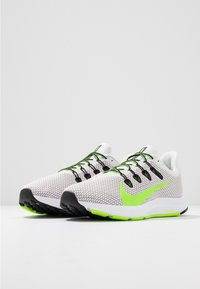 Nike Performance - QUEST 2 - Neutral running shoes - platinum tint/electric green/black/white - 2