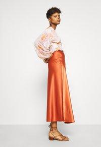 Forever New - BUTTON FRONT BLOUSON BLOUSE - Blouse - orange - 3