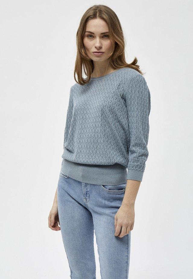 Stickad tröja - misty blue