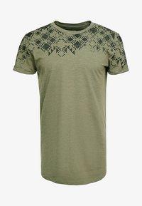 TOM TAILOR DENIM - Print T-shirt - dusty olive green - 4