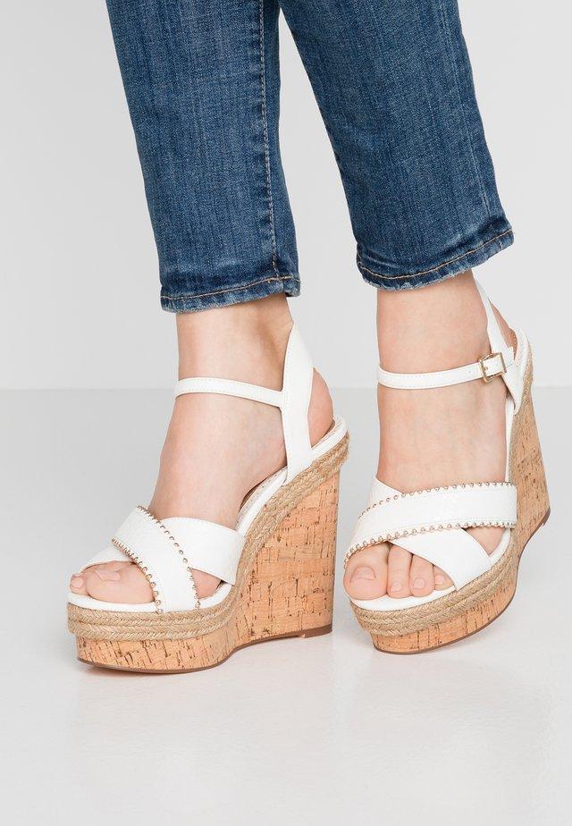 Sandály na vysokém podpatku - white