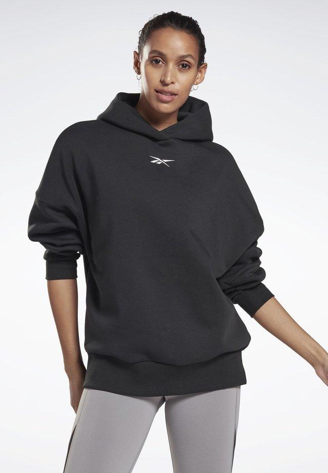 STUDIO RESTORATIVE HOODIE - Bluza z kapturem - black