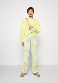 HOSBJERG - RILEY PANTS - Trousers - green - 1