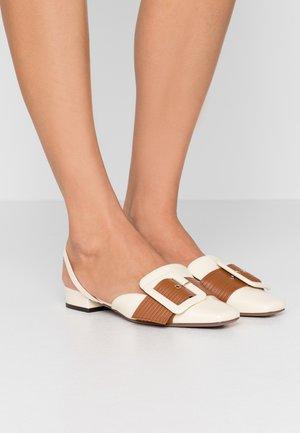 Slip-ons - milk/mid brown