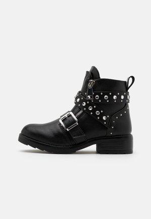 JHALSEY - Kovbojské/motorkářské boty - black