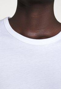 Filippa K - FLARED CAP SLEEVE - Jednoduché triko - white - 5