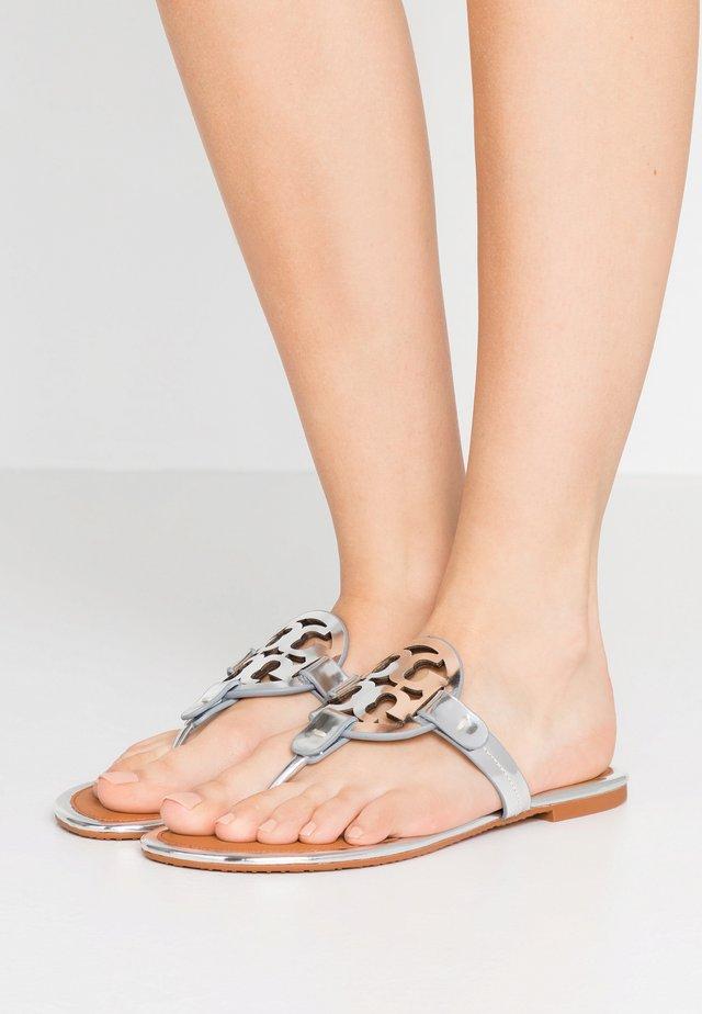 MILLER - Sandalias de dedo - silver/tan