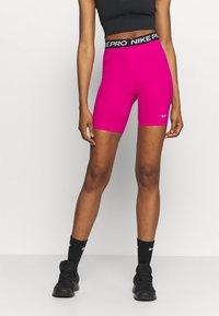 Nike Performance - SHORT HI RISE - Legginsy - fireberry/black/white - 0