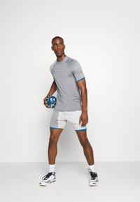 Hummel - HMLINVICTA GAME SHORTS - Sports shorts - gray violet/sharkskin - 1